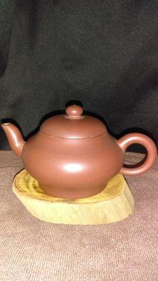 早期紫砂壺—寬腰款式,泥料:底槽青,球孔出水,容量約175CC