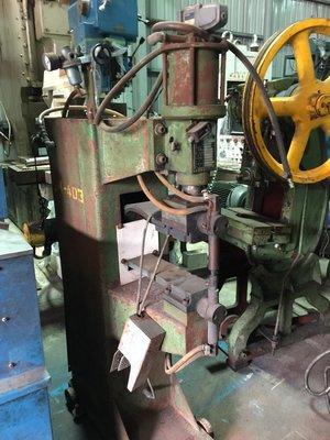 世鑫油壓中古機械買賣 足踏式空壓點焊機20KV 狀況佳!!