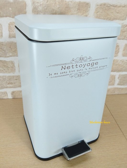 點點蘑菇屋 日式鄉村風鐵製粉彩方形緩降靜音有蓋紙屑筒(白) 經典垃圾桶 腳踏上掀式紙屑桶 垃圾筒 ZAKKA 現貨