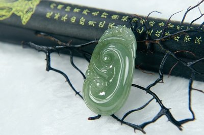 □§Disk的天然水晶§□【萬事如意】老坑冰綠翡翠靈芝如意雕墜HC23