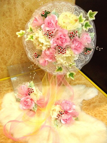 B. & W. world ***美美的花飾*新娘捧花、胸花整組花飾*~~~富貴人生有您相隨~~~天長地久