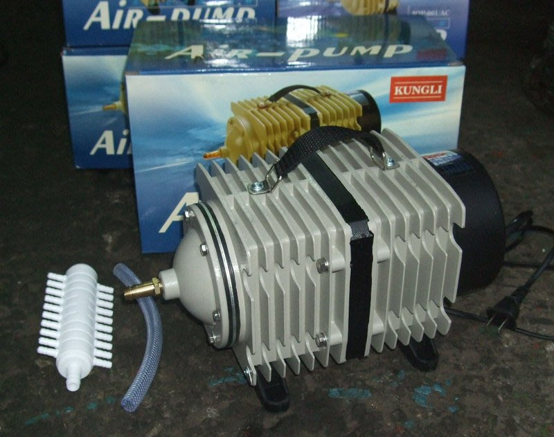 高品質AIR PUMP 空氣壓縮機(300W/110V)/鼓風機/打氣機/空氣幫浦--水產養殖(養魚/養蝦/海產店必備)