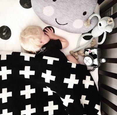 Sis 歐美 北歐 時尚 嬰兒毯 十字 空調毯 毛毯 滿月禮 針織 家居飾品 [小款]