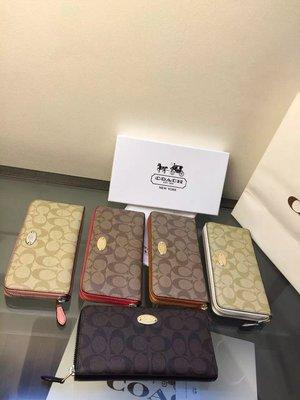 (五週年慶特惠)Coach 蔻馳 52682 新款PVC配皮拉鏈長夾 零錢包 手拿包 附購買憑證