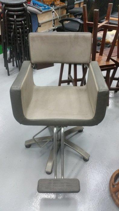 二手家具宏品 台中中古傢俱賣場 H60218*5成新灰色美髮椅*護髮椅 理髮椅*2手美容美髮設備拍賣 燙髮機 護髮機 大