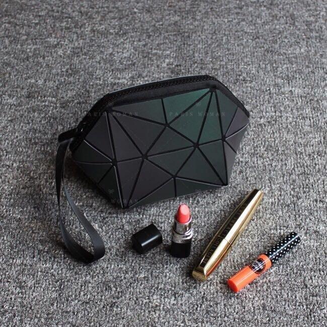 PARIS WOMAN.韓國.簡約風 經典几何菱格包.化妝包 手拿包 收納包
