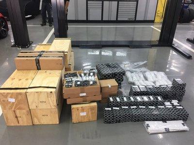原廠賓利全新零件現貨供應~~ 自辦代訂各車系超跑零件~請看 [ 關於我 ]    !! 歡迎來電洽詢 ~~