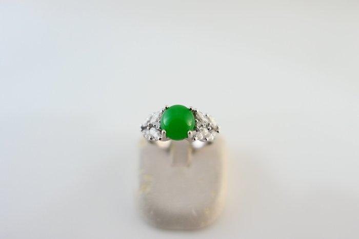 [吉宏精品交流中心]A貨 蛋面 正綠色 天然翡翠 天然鑽石 白K金 造型 戒指(附證書)