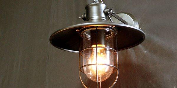 【挑椅子】 酒窖壁燈。復刻版。003-338