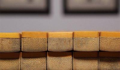 【三顧茅廬】【雅藏----老麻將一副143張 】雕工精細,牌底部竹質,一面竹黄皮,手工製作,漂亮!