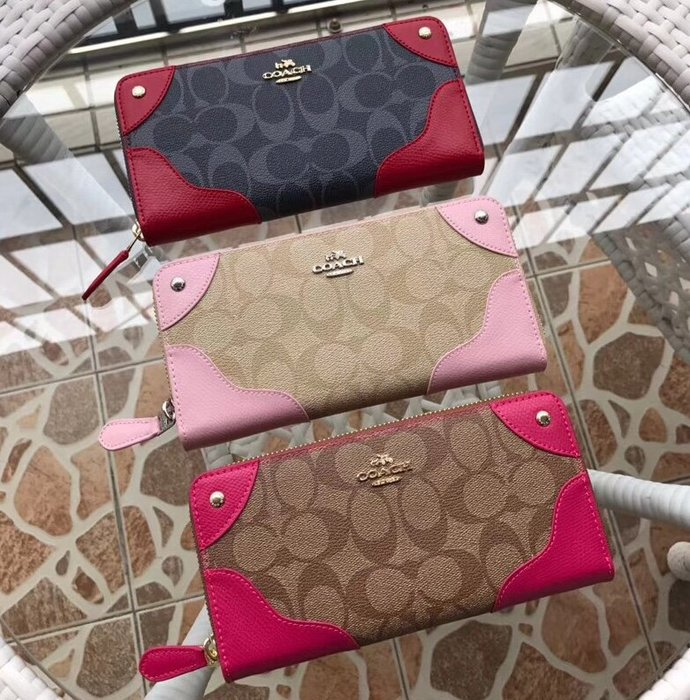 空姐精品代購 COACH 53769 53780 新款女士鉚釘拼皮機車長夾 手拿包 多卡位容量大 時尚大方 附代購憑證