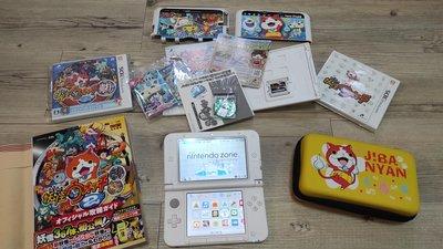 任天堂3DS主機,妖怪手錶1,2代和真打共三片遊戲片和下載版的超級瑪莉兄弟2,妖怪週邊大集合