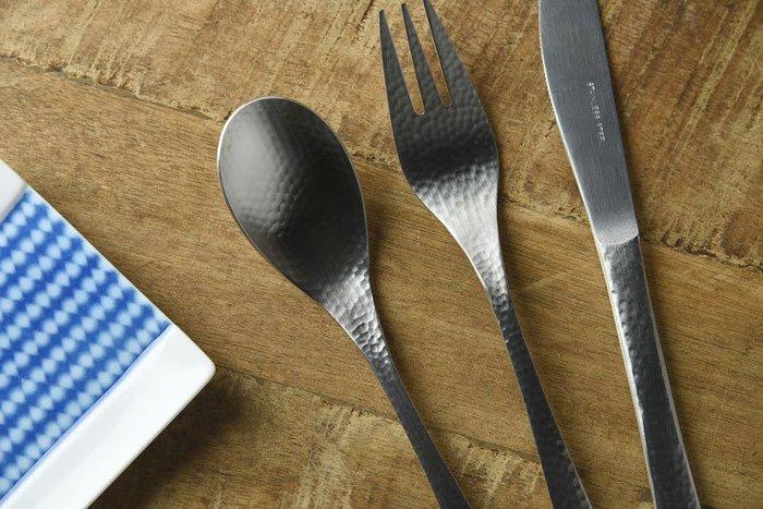 發現花園 日本選物-日本製   和風生活禪 槌目 手感 不鏽鋼  ~ 餐叉 餐匙 餐刀  三件組
