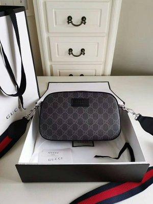 全新Gucci 雙G壓紋黑色PVC防水相機包