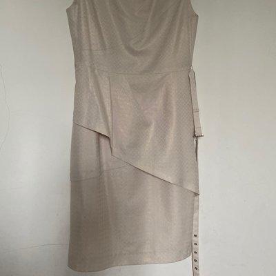 全新專櫃品牌伊蕾ILey米白色高雅寶石層次裙擺洋裝含美麗簡單腰帶 高雄市