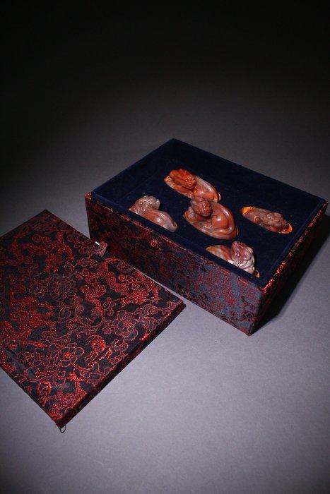 悅年堂 --- 壽山石 凍石 獸鈕章 套章
