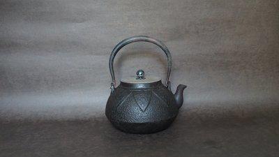 **** 愛忻坊 **** 日本~龍文堂純銀摘饕餮紋鐵瓶/鐵壺