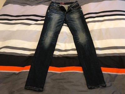 levis~牛仔褲~貼身直筒~尺寸:25腰~二手~近全新