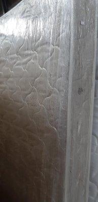 新竹二手家具 買賣 分店來來-5尺 雙人 床墊 彈簧床~新竹搬家公司|竹北-新豐-竹南-頭份-2手-家電 買賣 實木 餐邊櫃-茶几-衣櫥-床架-冰箱-洗衣機