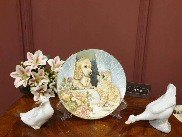 【卡卡頌 歐洲古董】英國  Royal Worcester   甜美 貓貓狗狗  骨瓷  飾盤(全新未用)  p1492
