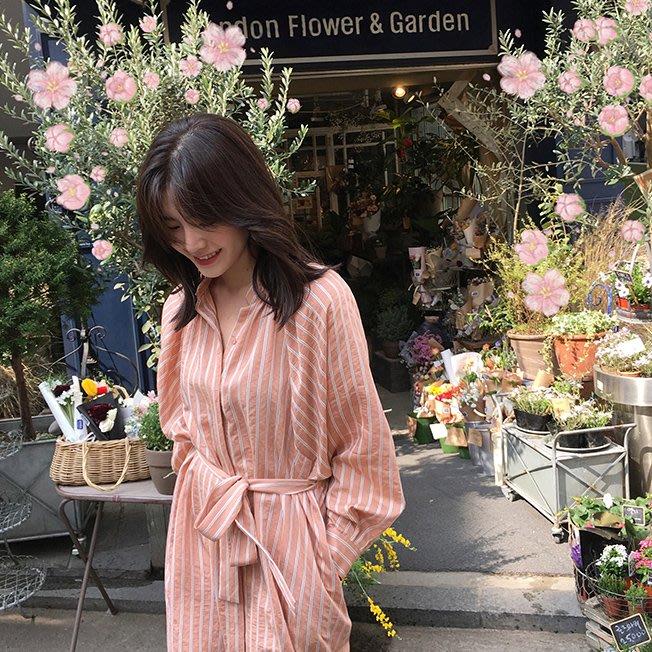 ACHIC┼清新透氣 美美的無領設計條紋襯衫連身裙 綁腰帶(復古黃,西柚色,經典白)