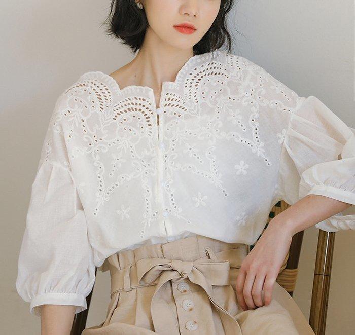 SEYES   韓妞必備甜美自然風布蕾絲泡泡袖上衣