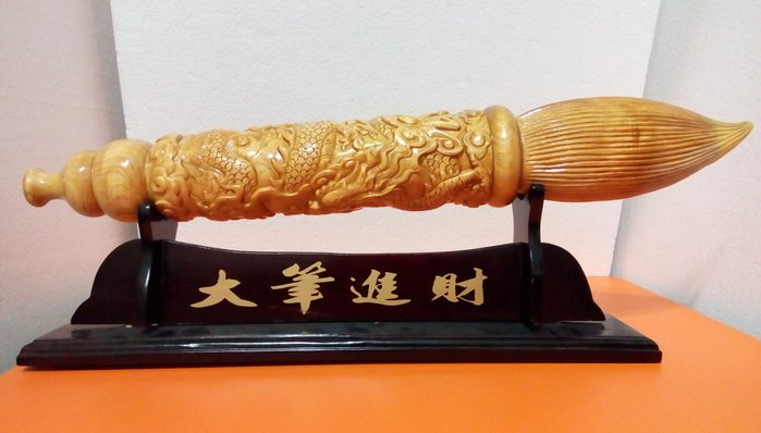 【九龍藝品】檜木 ~ 雕 刻 龍 筆 ~ 重油.折花.長約59.5公分 <5>