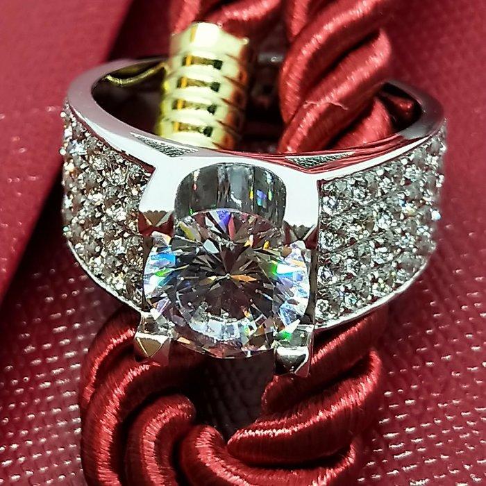帥氣3克拉cat迪亞時尚韓版鑽戒925純銀鍍鉑金指環鑲嵌高碳仿真鑽3克拉男士4排碎鑽戒加重加寬版質感莫桑鑽寶重磅出擊