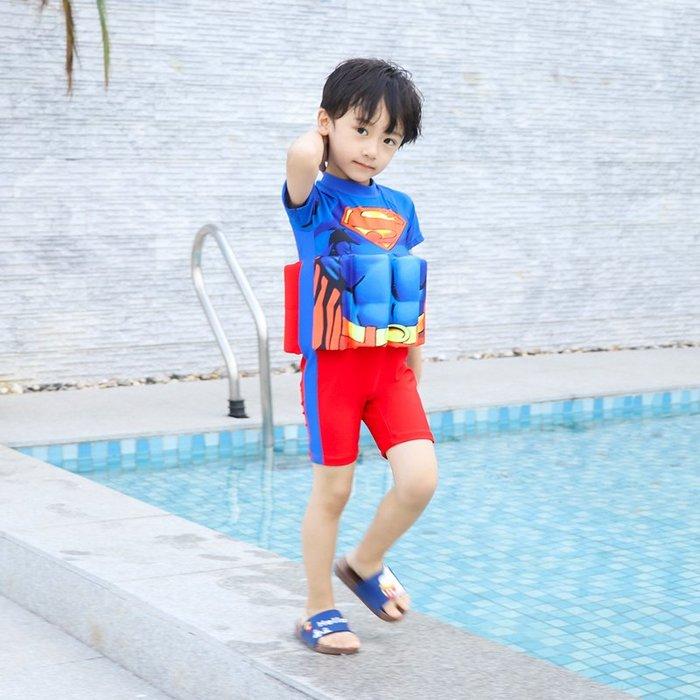 •*~ 辣媽咪衣飾小舖 ~*•❤泳裝系列 📣C550799可愛卡通兒童浮力泳衣(附泳帽)---超人