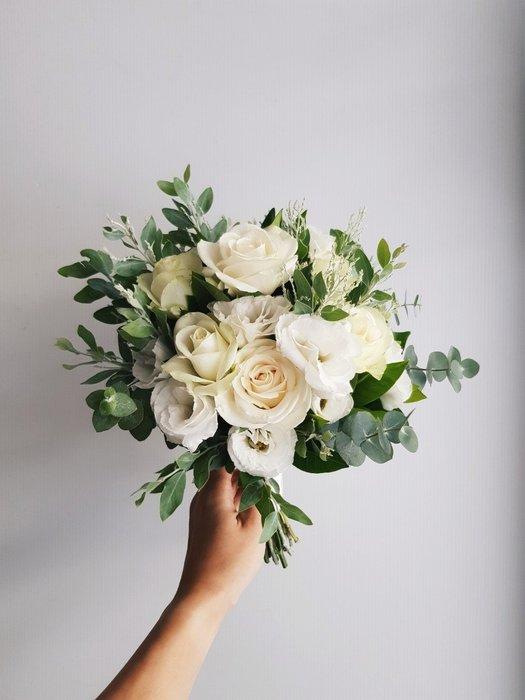 白綠色系捧花。新娘捧花。拍照手綁花。客製捧花。台北歡迎自取【Flower&House花藝之家】