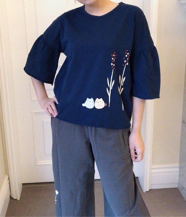 日本卡拉貓~荳荳貓荷葉袖上衣