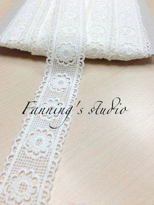 【芬妮卡Fanning服飾材料工坊】雙邊鄉村小花刺繡蕾絲 高3cm 1碼入