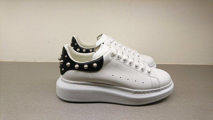 [全新真品代購-F/W18 新品!] Alexander McQueen 鉚釘後尾 白鞋 / 休閒鞋