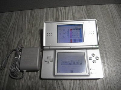 二手- 任天堂 NDS NDSL 掌上型 遊戲 主機  上螢幕有故障 附變壓器