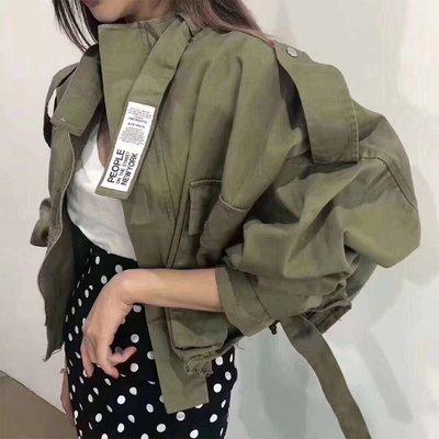 [ ohya梨花 ] =韓國帶回=最新春夏新款性感名媛甜美穿搭軍綠色時髦工裝造型短版風衣外套