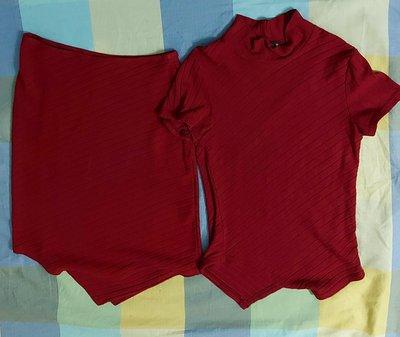 (出清)套裝,法國品牌 MORGAN 暗紅色小立領斜紋針織短袖衫,配合身膝上短裙,不規則設計,尺寸 T01碼。有彈性...