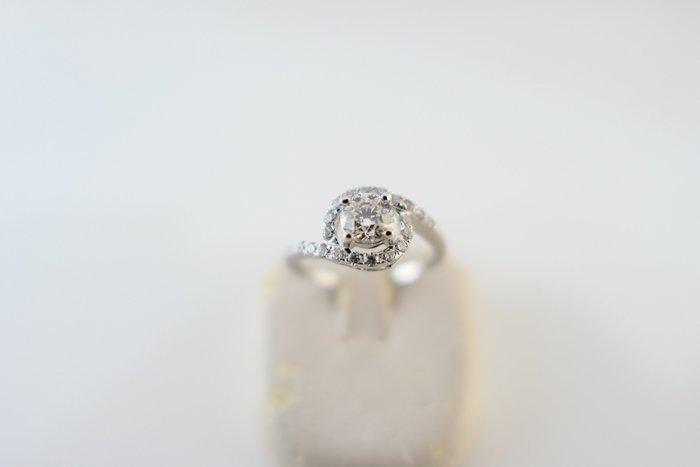 [吉宏精品交流中心]50分 天然鑽石 八心八箭 白K金 造型 戒指(禮物)