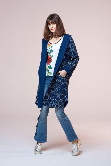 !中國藍Anewei客家藍染朵兒花帶帽長風衣/大衣/薄外套SM-萊爾富運費半價