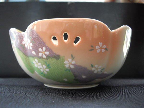 可以堂普洱茶苑 日本 有田燒 金邊 茶道具 茶碗/點心碗5入附共箱 !
