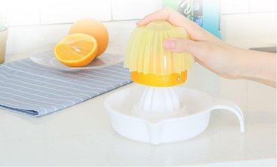 【雷恩的美國小舖】日本SANADA 水果壓汁器 檸檬 柳丁壓汁器 榨汁器 手動塑料榨汁器 副食品 簡易榨汁 附壓蓋