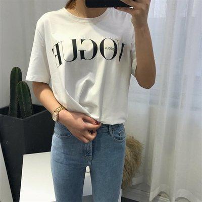 Vivi Shop韓國必買款時尚百搭vogue英文字母印花翻玩個性寬鬆彈性棉質圓領短袖T恤(超便宜兩色【FD27139】