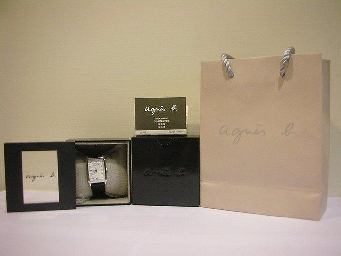 僅戴一次極新稀有長方白底法國 agnes b.羅馬藝術字體時標趣味手寫藝術LOGO不鏽鋼錶殼黑色防刮壓紋硬皮革錶帶男女錶