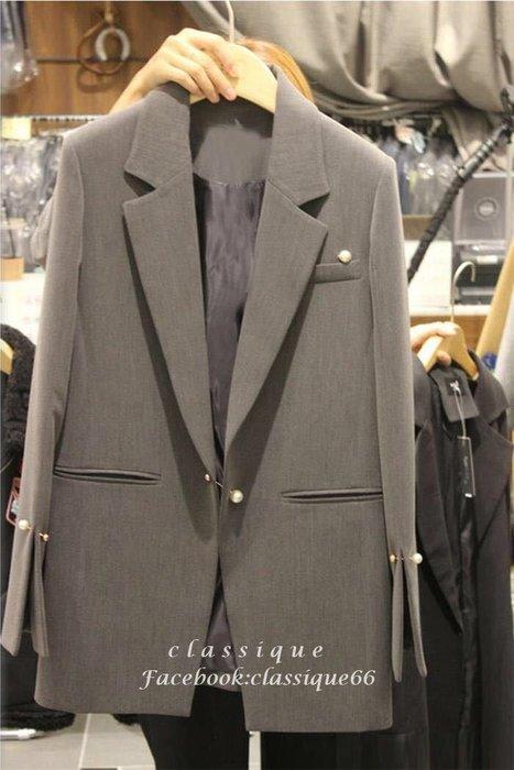 春季新品 氣質灰珍珠扣西外 袖口開叉珍珠扣西裝領修身中長款小西裝外套   [Classique*真經典] 041502