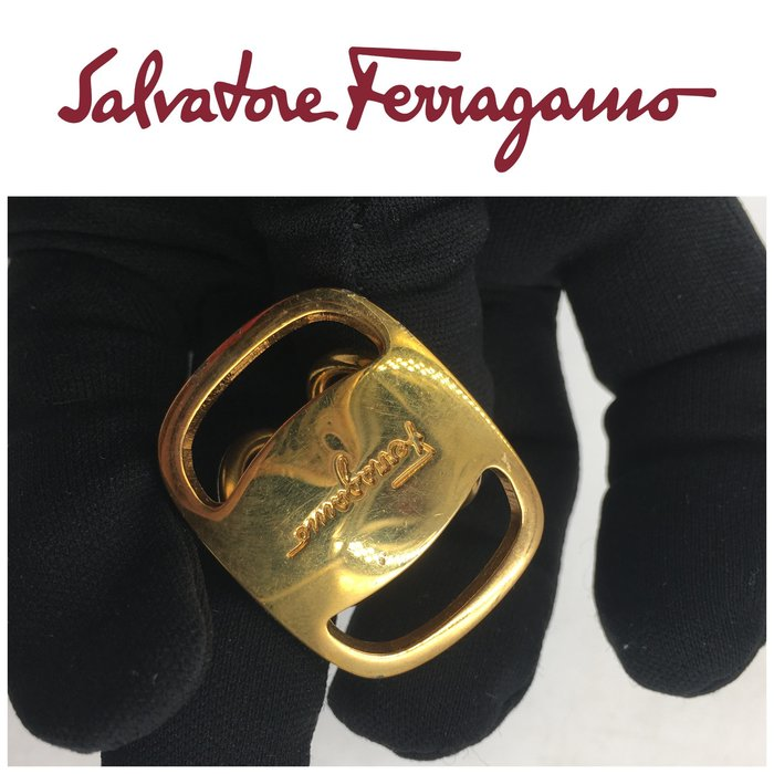 【皮老闆二店】二手真品 Salvatore Ferragamo 絲巾環 藍161