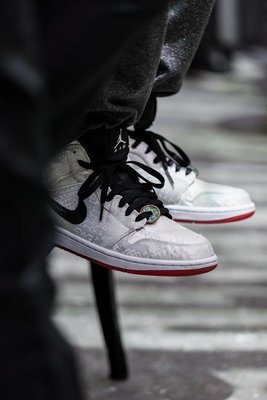 "Air Jordan 1 Mid ""Fearless""白絲綢 時尚 高筒 籃球鞋 CU2804-100 男鞋"