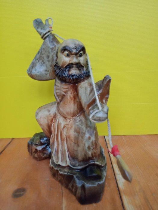 功夫達摩之舞弄繩槍  香樟木雕刻 作者:柯金仲