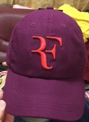 全新Nike RF Hat Cap費德勒Roger Federer紫紅色底紅RF標誌排汗網球帽1990元 數量有限唷