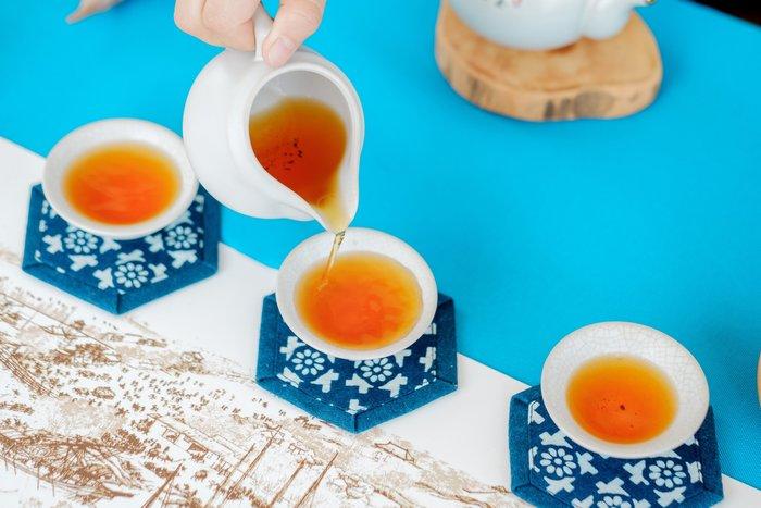((中國藍Anewei))藍染六角型杯墊/隔熱墊...~F約11*11cm~單片38元三片特惠99元