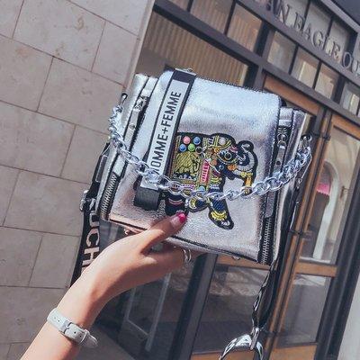 【SUGAR 韓國代購店】夏天小包包女2018新款潮正韓百搭斜挎包寬肩帶單肩鏈條手提水桶包