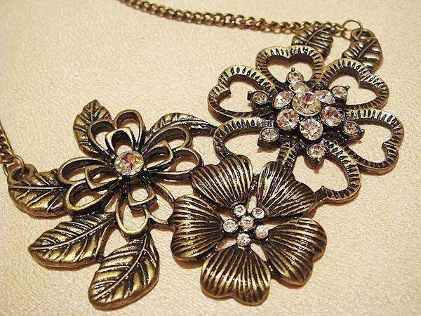破盤出清大降價!美國帶回,全新從未戴過的 CAROLEE 復古花朵超閃鑽造型項鍊,低價起標無底價!本商品免運費!